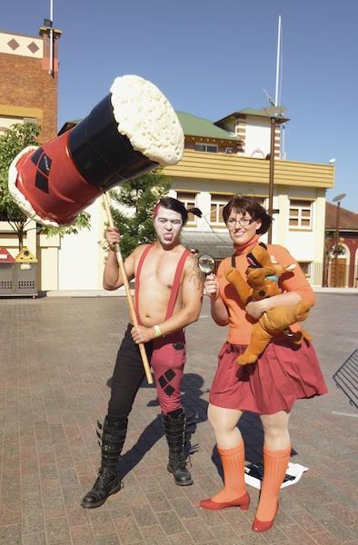 Harley Quinn, DC Comics. Velma, Scooby Doo.